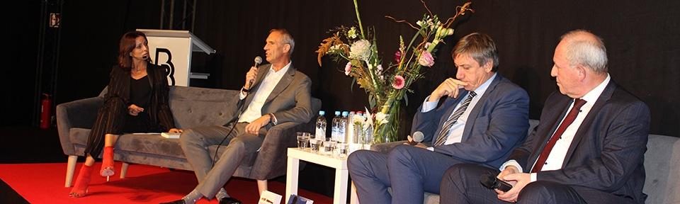 Voormalig Minister Jan Jambon, Directeur Coördinator Federale Politie, Jean-Claude Gunst en Danny Vandormael in debat op boekenbeurs.