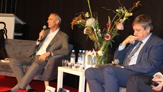 Previous Minister Jan Jambon, Jean-Claude Gunst, director co-ordinator of the Federal Police and Danny Vandormael in debate at the book show.